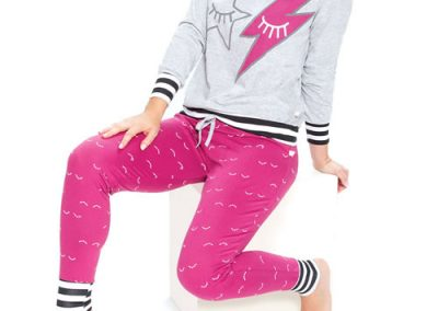 Art-2117-pijama-dama-jersey-estampa-kiss-colores-mostaza-topo-gris-ciruela-talles-S-M-L-XL